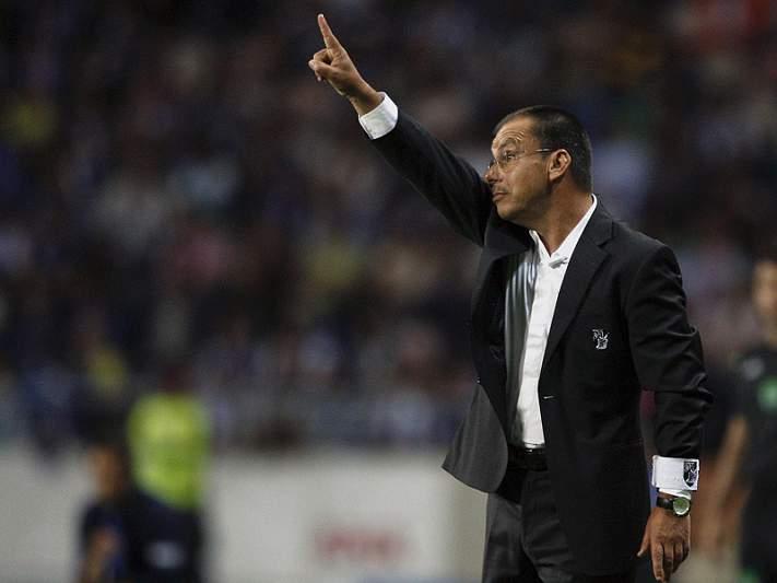 Manuel Machado promove três regressos