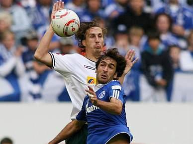 Raul salva Schalke 04 de novo desaire