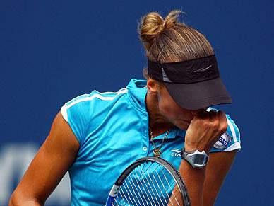 Yanina Wickmayer vence Flavia Penetta na final de Auckland