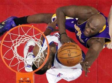 Clippers travam Lakers