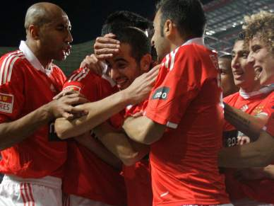 Benfica tenta pressionar FC Porto