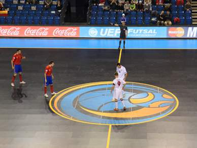 Espanha estreia-se com goleada