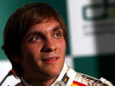Adeptos da Ferrari atacam Petrov