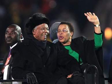 Mandela já saudou adeptos presentes em Soccer City