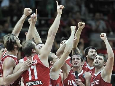 Turquia vence Sérvia e encontra EUA na final