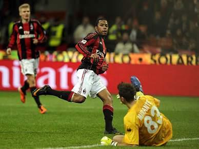 Robinho bisa na goleada ao Parma