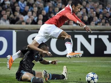 UEFA investiga comportamento de adeptos