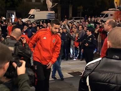 Autocarro do Benfica chega ao Porto em segurança