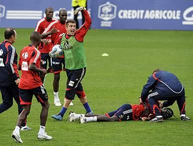 Gomis desmaia durante o treino da selecção francesa