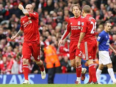 Meireles marca no empate do Liverpool