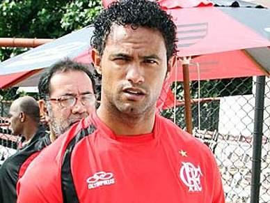 Presidente do Flamengo quer despedir futebolista suspeito de homicídio