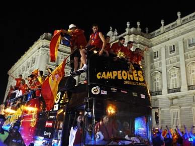Selecção espanhola chega ao ponto alto da festa