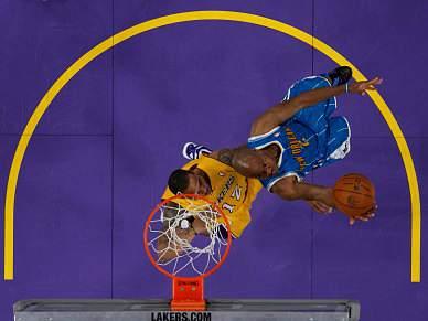 Spurs e Lakers igualam eliminatórias