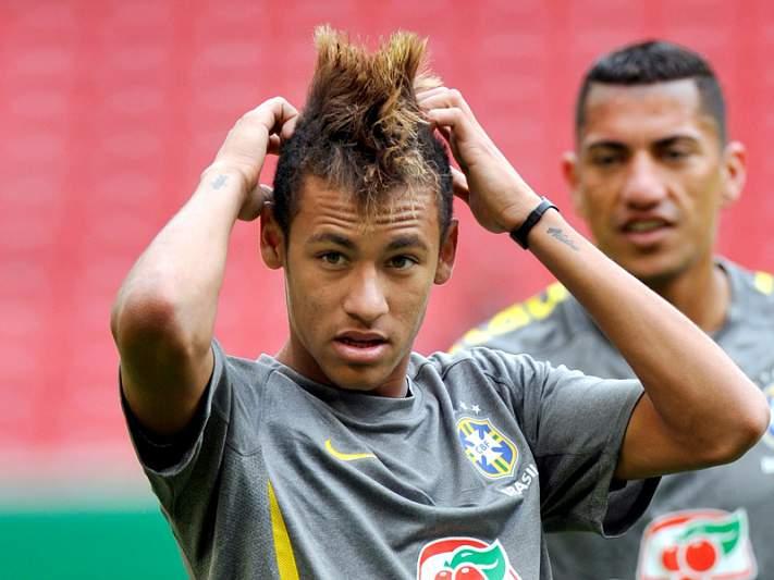 Pelé coloca Neymar ao nível de Messi e Maradona