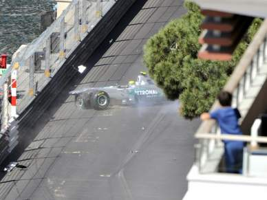 Nico Rosberg escapa ileso de acidente aparatoso