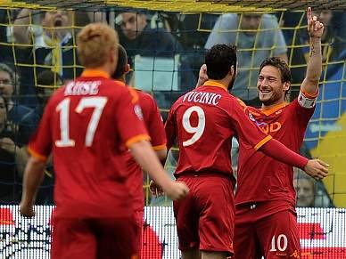 Roma vence Parma e pressiona Inter