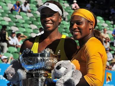 Irmãs Williams ganham em pares