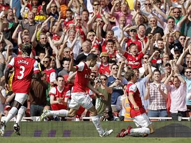 Arsenal atrasa Manchester United