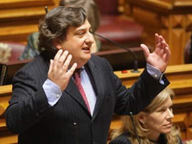 Deputado Luís Campos Ferreira pondera candidatura