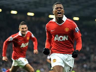 Patrice Evra renova pelo Manchester United