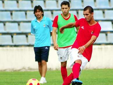 Monteiro disponível para jogar onde o treinador entender