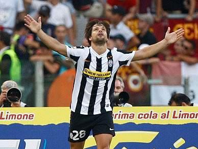 Juventus vence e espera deslize do Inter