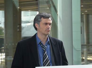 Sósia de Mourinho passeia-se em Wembley