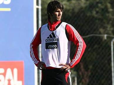 Nélson Oliveira satisfeito com elogios de Paulo Bento