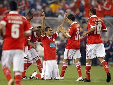 Goleada do Benfica ao New England aquece noite fria