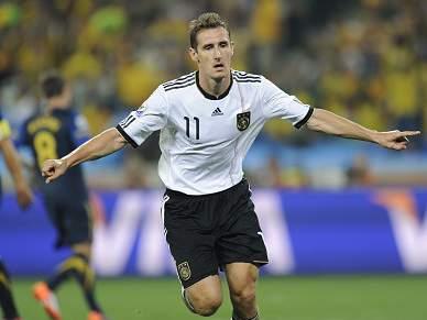 Klose a um golo de Ronaldo