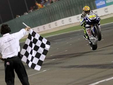 Valentino Rossi arranca com vitória