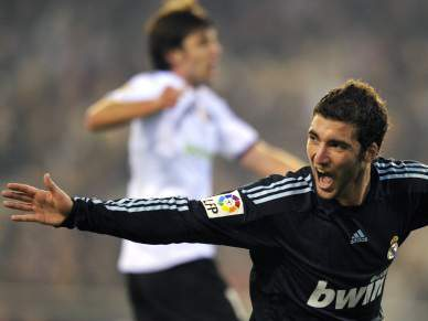 Real Madrid tenta segurar Higuaín