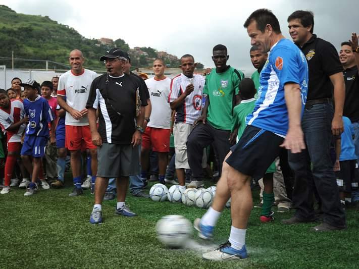 Dunga pode voltar ao ativo em 2012