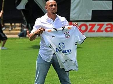 Roberto Carlos regressa à Europa para jogar no Anzhi