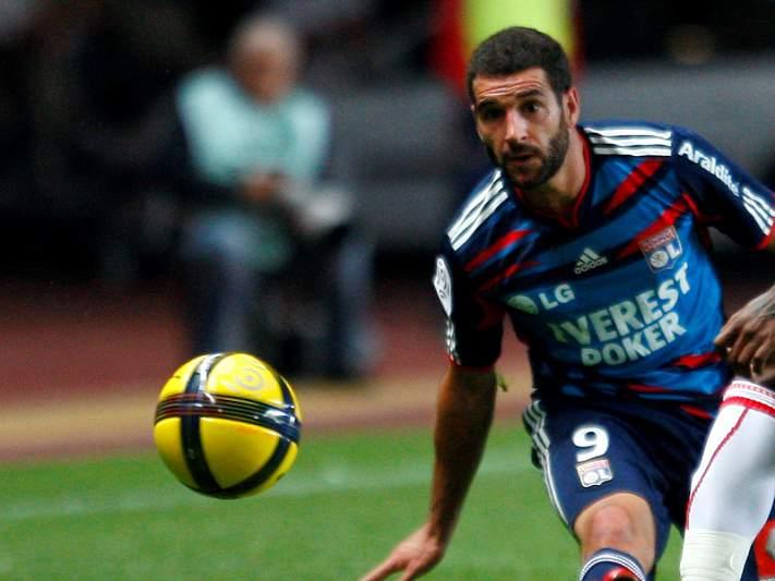 Lisandro López dá troféu ao Lyon