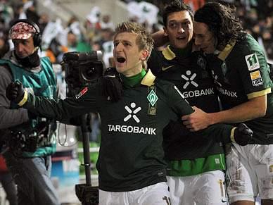 Werder Bremen bate Hertha de Berlim por 2-1