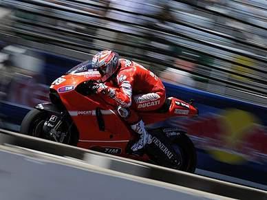 Hayden renova com a Ducati