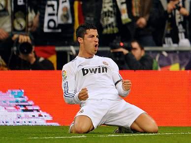 Ronaldo acaba jejum com 'bis' e Real goleia