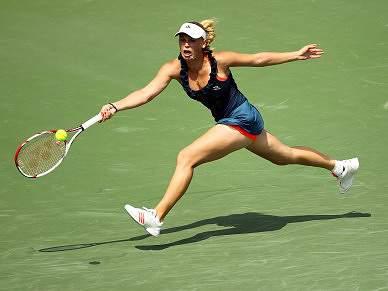 Wozniacki perde set a caminho das meias-finais