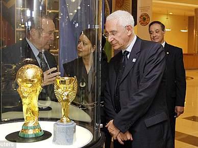 Inglaterra pede desculpas à Espanha e Rússia
