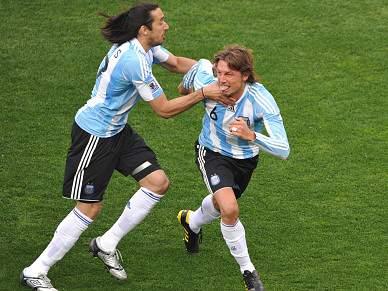 Heinze quer que Maradona continue