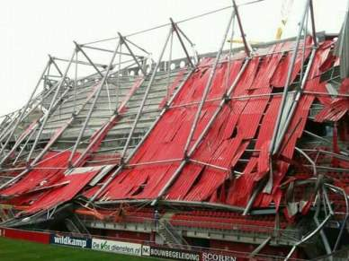 Telhado do estádio do Twente desabou