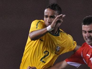 Benfica e Sporting seguem jogador do Santos