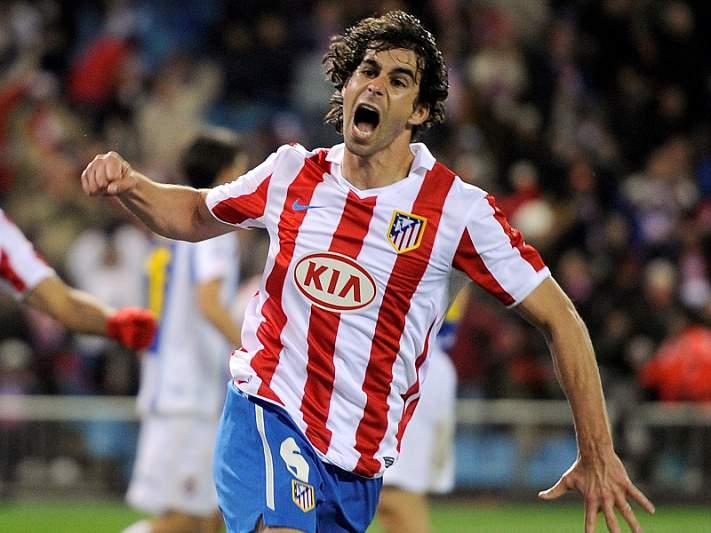 Atlético Madrid empata, Barça goleia e já é líder