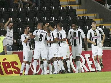 Nacional vence V.Guimarães por 2-0