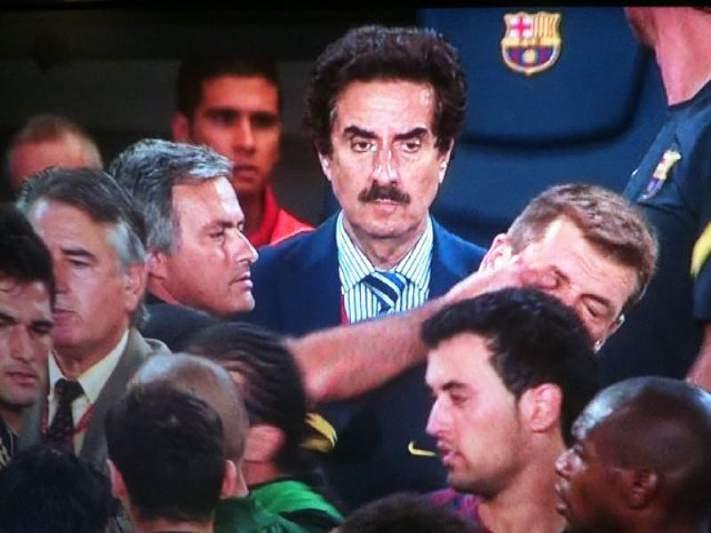 Árbitro não viu incidente entre Mourinho e o adjunto do Barça