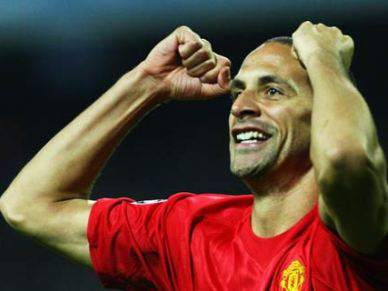 Rio Ferdinand punido com 4 jogos por conduta violenta
