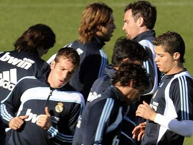 Ronaldo treina sem limitações
