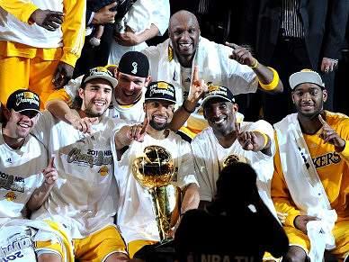 Todos contra os Lakers