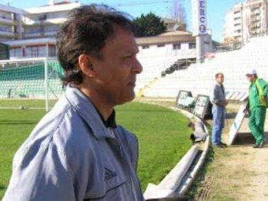 Mariano Barreto inicia trabalho «para relançar» Al-Qadisiya FC